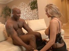 Caliente anal interracial